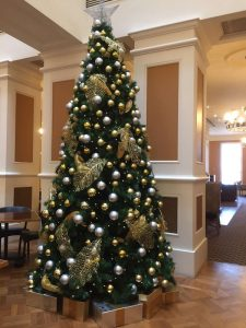 gold 10ft christmas tree