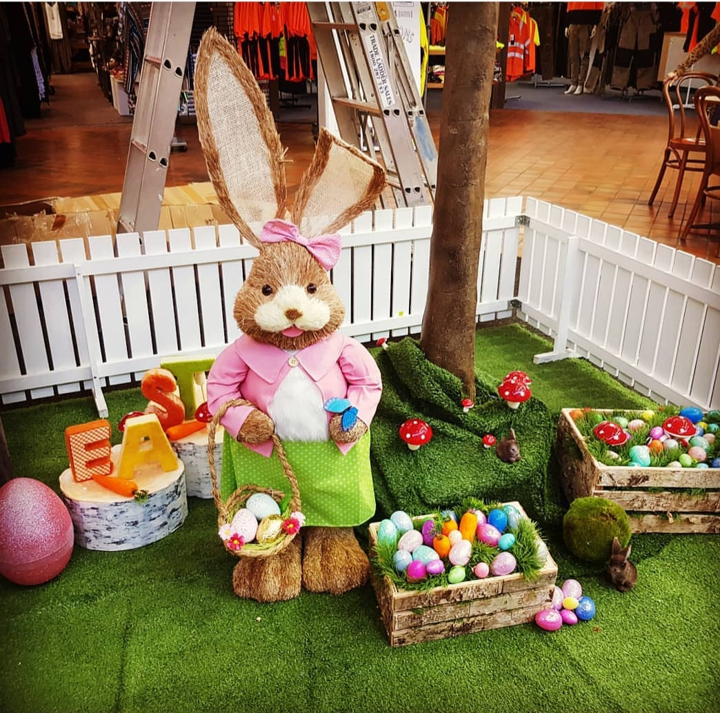 Mrs Easter bunny with eggs