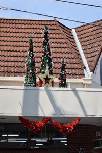 Christmas star and trees, East Ivanhoe