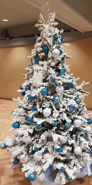 Winter decorated Christmas tree