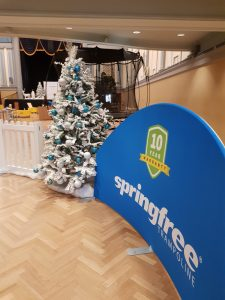 Winter Christmas tree with springfree banner