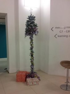 decorate your office with a bad Christmas tree this Christmas
