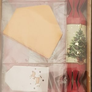 DIY crackers in red and gold