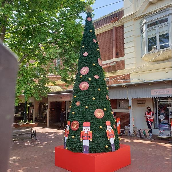16ft Christmas tree on box