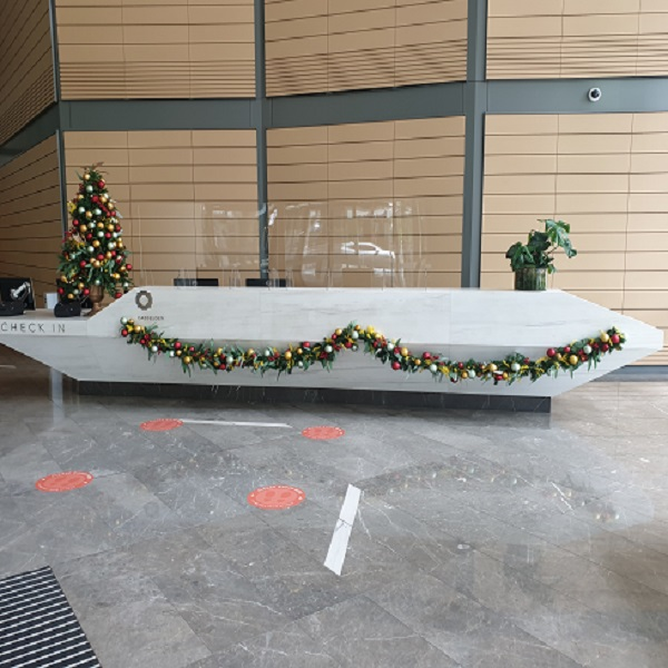 Reception garland and tabletop tree